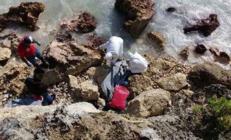 Encuentran el cadáver de una persona en acantilados del Mar Caribe en Isla Mujeres