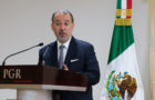 Cervantes deja la PGR; llama a avalar Fiscalía
