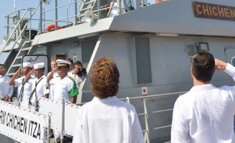 Abandera Peña Nieto a la 'Patrulla Costera Chichén Itza'