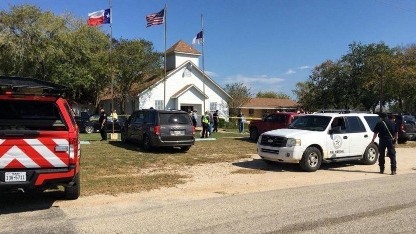 Balacera en una iglesia en Texas deja varios muertos
