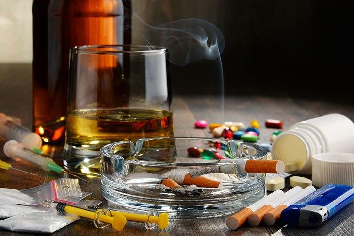 TABACO Y ALCOHOL …………¿DROGAS?