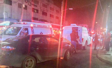BALEAN A CLIENTES DE BAR EN EL CRUCERO; Tres ejecutado y varios heridos, el saldo