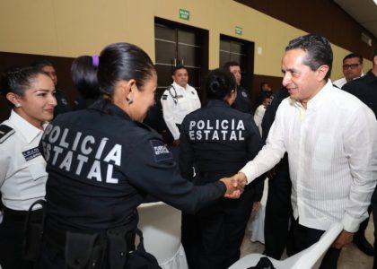EL GOBERNADOR ANUNCIA MEJORES PRESTACIONES PARA LOS POLICÍAS
